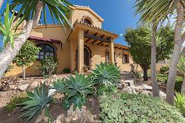 Charming individualistic style villa at the hills of Mijas with total privacy a calm and secure location only a ten minutes drive to the centre of Fuengirola