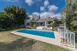 Family villa on a large south facing plot in Paraiso Alto, New Golden Mile, Estepona