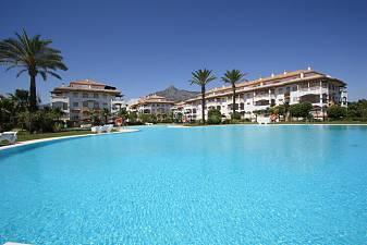 Immaculate new build 2 bedroom ground floor apartment with private garden area overlooking Dama de Noche Golf, Marbella