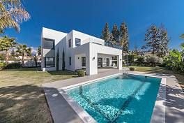 Super contemporary style villa which is just a minutes walk from the beach and within walking distance of other amenities, Estepona