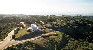 Selection of plots in a quiet yet established residential area only a few minutes driving from beaches and amenities Selwo, Estepona