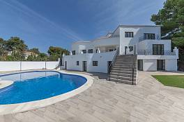 Fully refurbished detached villa in a large elevated plot with open south westerly views towards the Mediterranean coastline, Atalaya Golf, Estepona