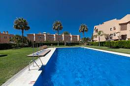 Cosy townhouse for sale on the beachside within a few minutes walk to some of the best beaches on the coast, Costabella, Marbella