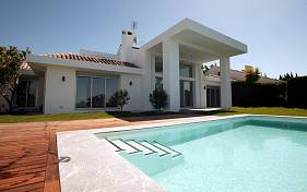 Refurbished villa in one of Nueva Andalucia's best residencial locations close to Los Naranjos Golf Club, Nueva Andalucia, Marbella