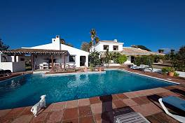 Lovely and spacious finca with wonderful views to the sea standing in a 56,000 m2 plot with stables paddock and exercise ring, Manilva