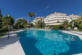 Opportunity to purchase an exclusive ground floor apartment in elegant and very well known urbanisation Club Ancon Sierra, Golden Mile, Marbella