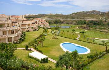 Spacious and beautifull quality penthouse on one of the best spots within the urbanisation west to southwest facing private and quiet, Benahavis