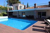 Fully renovated quality villa all on one floor except one extra room within walking distance to El Paraiso centro comercial with shops and restaurants