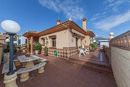 Individually built 3 bedroom detached family villa in a quiet residential cul-de-sac just 10 minutes from Fuengirola and La Cala de Mijas