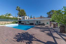 Beautiful single level family villa refurbished in the modern contemporary style with bright open plan living areas, New Golden Mile, Estepona