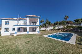 Brand new 4 bedroom villa in the Golf Valley within easy walking distance of local  restaurants and short distance from Puerto Banus, Marbella