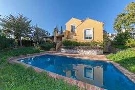 Very spacious 3 bedroom detached villa in a secluded south west facing plot in this extremely popular golf resort location, Mijas Golf