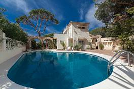 Detached 4 bedroom villa with private pool situated close to the beach at Marbesa and 10 minutes drive from Marbella Town