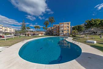 Refurbished 1 bedroom first floor apartment with direct sea views Playabella, New Golden Mile, Estepona