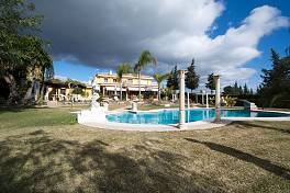 Amazing Villa in conveniently location within walking distance to beach and amenities and only 5 minutes driving from the center of Estepona