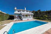 Family villa in an established part of Elviria within easy reach of all the facilities including shopping restaurants and some of the best beaches, Marbella
