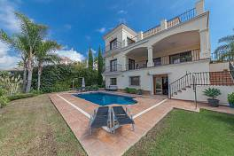 Superb 4 bedroom family villa situated in a favoured location with a westerly view including a partial sea and Gibraltar La Alqueria, Benahavis
