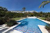 Immaculate 2 bedroom ground floor apartment situated in Los Altos de La Quinta, Benahavis