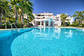Luxury apartment situated in a prestigious gated community close to the famous La Quinta Golf Courses, Benahavis