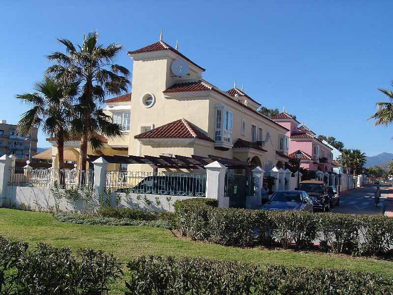 Недвижимость в испании первая линия моря