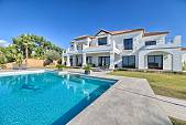 Stunning luxury detached villa situated on this 5 star golf resort close to the Villa Padierna Hotel and about 10 minutes drive from Puerto Banus