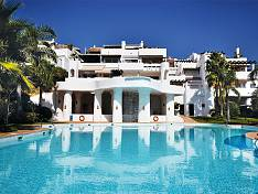 South facing elegant duplex penthouse extends over two floors and offers bright rooms and top quality, Benahavis