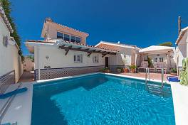Semi detached villa in a gated community just to the East of Marbella Town which has a private pool and offers deceptively spacious living space