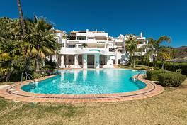 Spacious 3-bedroom duplex penthouse south facing with nice views to the sea, golf and the mountains, Lomas de La Quinta, Banahavis