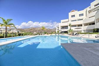 Luxury 2 bedroom apartment in immaculate condition with stunning views to the sea, LoS Flamingos Golf, Estepona
