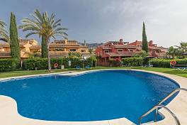 Exceptionally spacious family townhouse with 4 large en suite bedrooms situated in a prestigious community, Marbella, Golden Mile