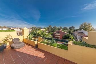 Duplex penthouse apartment with extensive terraces and solarium Los Cartujanos, Guadalmina Alta