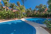 Superb luxury townhouse with private south facing garden in the exclusive gated community of Monte Marbella, Altos de Puente Romano, Marbella