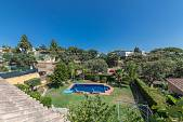 Super family detached villa in an established residential location within easy walking distance to the beach, local restaurants and supermarkets
