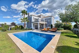 Beautiful 4-bedroom villa with spectacular views to the coast in Puerto del Capitan, Benahavis