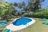 Townhouse 5 bathroom in a small community situated close to Aloha College with easy access to all the amenities of Nueva Andalucia, Puerto Banus