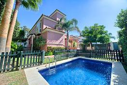 Perfect opportunity to buy a villa close to the beach and also within walking distance to all the facilities of San Pedro, Lorea Playa