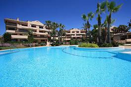 Beach front Penthouse apartment with private roof top swimming pool situated in this prestigious community located between Estepona and Marbella