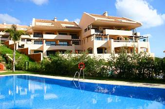 Well presented 2 bedroom garden apartment with large covered terrace and private south west facing garden, Calahonda