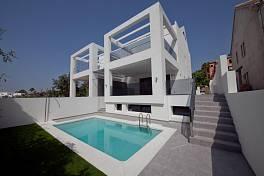 New development of luxury semi detached villas in a prestigious location midway between Puerto Banus and Marbella, Golden Mile