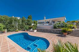 Spacious bright Villa within the Marbella area Valle del Sol is an area of rustic villas which offer the feel of living in the country, Marbella