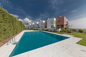 A superb luxury contemporary styled 3 bedroom townhouse in a small community of only 8 houses enjoying the best possible views of the Marbella