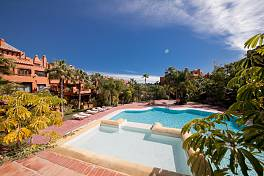 Wonderful luxury penthouse apartment which has recently been refurbished within easy walking distance to the heart of Puerto Banus, Marbella