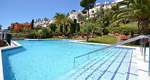 Comfortable 2 bedroom apartment in a quiet well maintained  community situated just 10 minutes drive from the coast and all the facilities of Marbella