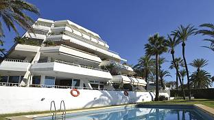 Modernised luxury ground floor 2 bedroom apartment few metres from the Sandy Beaches and walking distance to Puerto Banus, Marbella