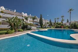 Lovely beachside apartment in prestigious community short walk from one of Marbella best beaches, restaurants and bars, Bahia de Marbella