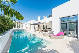 Especially attractive family villa which has been designed in the contemporary style and makes a truly special home, Mijas