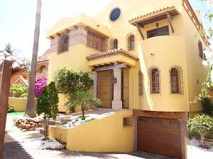 Beautiful villa near the beach promenade of San Pedro de Alcantara
