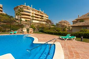 2 bedroom apartment with stunning sea views in a quiet laction