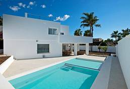 This lovely villa has recently undergone an extensive refurbishment to bring it to as new property