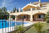 Lovely modern Villa located in the sought after 'La Quinta' in Marbella